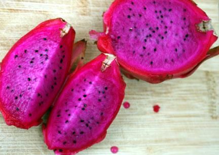 Hylocereus undatus pink fruit